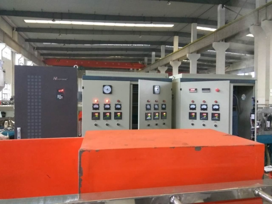 Application of Yidrive CV3100 series inverter 280KW in foaming machine equipment